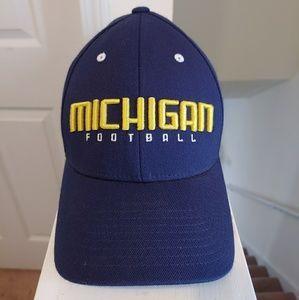 🏈 Adidas University of Michigan Wolverines hat